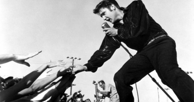 """Elvis Presley reaches No.1 on Hot 100 with """"Don't Be Cruel"""" in 1956"""