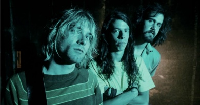 Nirvana kick-start the Alternative Rock revolution