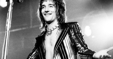 """Find Out The Real Story Behind Rod Stewart's """"Maggie May"""""""