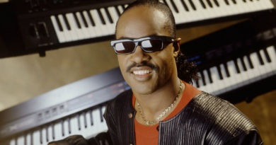 "Stevie Wonder's ""I Just Called To Say I Love You"" goes No.1 on Hot 100 in 1984"