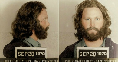 Jim Morrison gets arrested by the FBI at the Phoenix, Arizona Airport in 1969