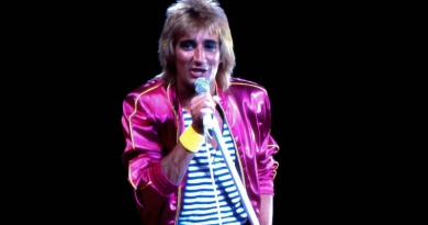 "Rod Stewart's disco hit ""Do Ya Think I'm Sexy"" peaks to No.1 in 1979"