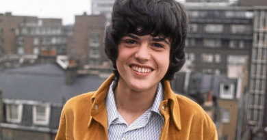 """Donny Osmond peaks to No.1 in 1972 with """"Puppy Love"""""""