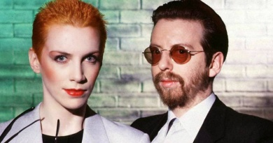 "Eurythmics peak to No.1 in 1985 with their Gospel inspired song ""There Must Be an Angel (Playing with My Heart)"""