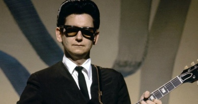 """Roy Orbison gets his first major hit in 1960 with """"Only the Lonely (Know the Way I Feel)"""""""