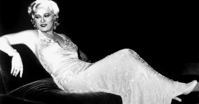 Celebrate the Fabulous Mae West Birthday with 20 stunning images of this Hollywood Sex Symbol and Icon