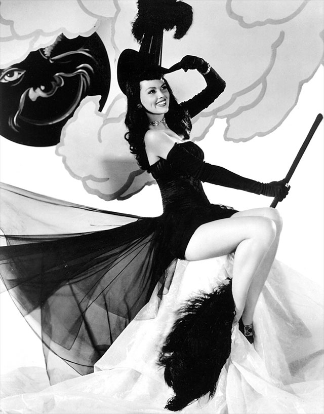 Halloween pin up girl vintage pictures — photo 10