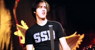 Top 12 Krist Novoselic's Nirvana Songs